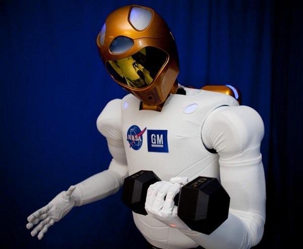 Bu bilim kurgu değil. Bu R2, uzaydaki ilk insansı robot ve Linux ile çalışıyor. (Resim: NASA)