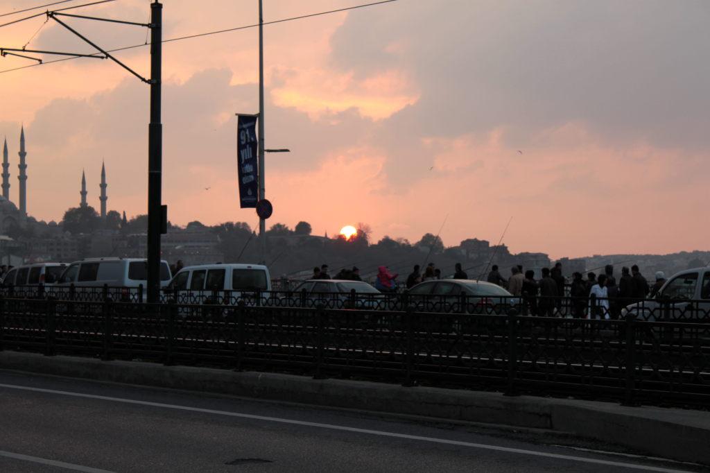 galata köprüsünde gün batımı