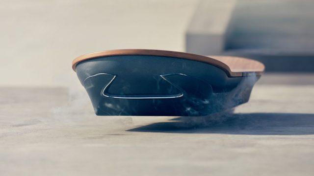 Lexus'un geliştirdiği uçan kaykay prototipi